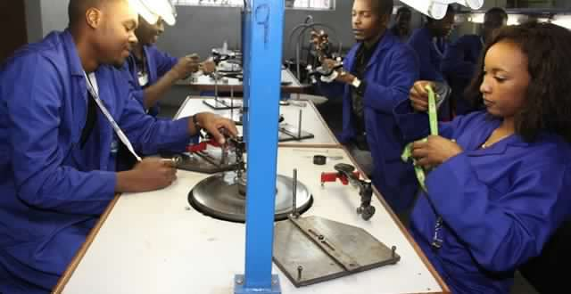 Zim's diamond cutters, polishers struggling
