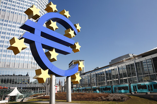 Euro rises as Greece offers new proposals to avert default