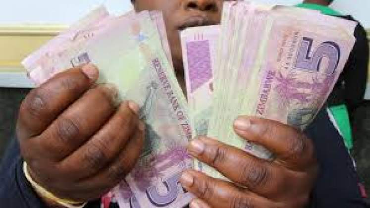 Money changer loses US$4 000 to armed robbers