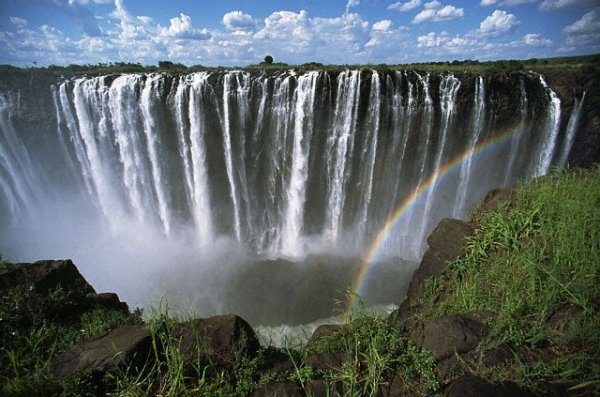 Zim back to record tourist numbers
