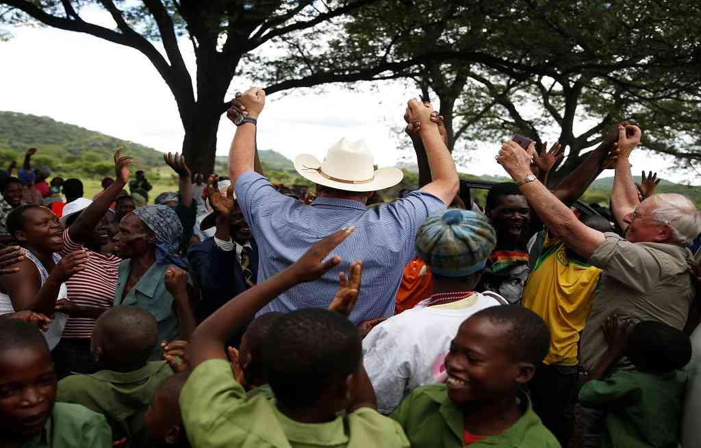White Zimbabwean farmer returns home in style